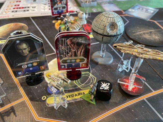 Tarkin og Døddstjernen forsvarer seg i angrep fra Rebellene.