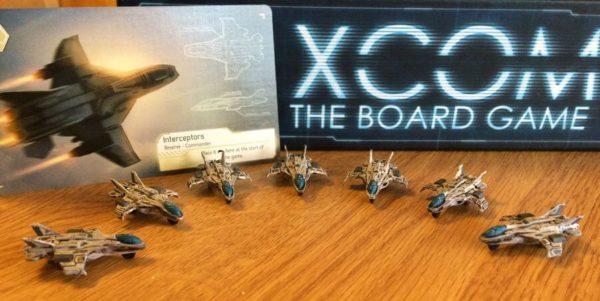 Malte Interceptor-figurer i brettspillet XCOM.